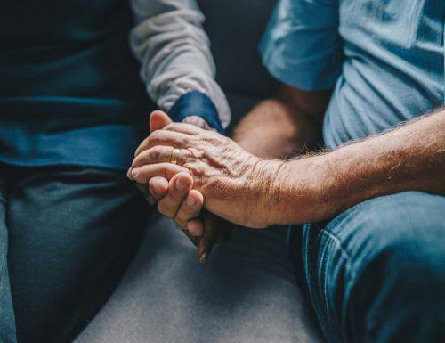 senior-married-hands_925x